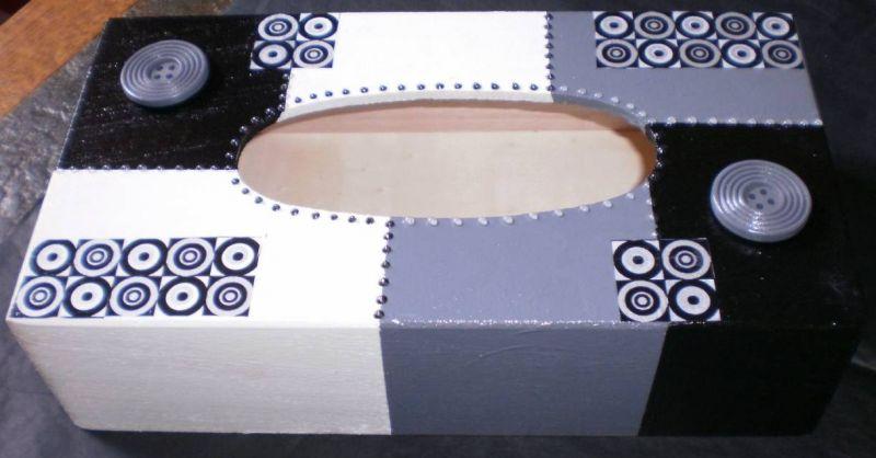 Crea peinture commode et bo te mouchoir for Decorer une boite a mouchoirs en bois